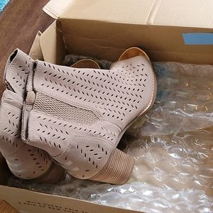 Tom's womens suede booties size 8.5